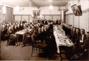 Draudzes pasākums baznīcas mazajā zālē, 1935.g.