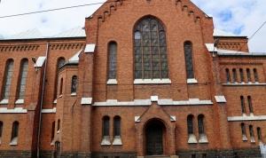 Daudzie baznīcas logi, kam nepieciešama restaurācija