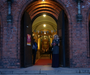 Baznīca naktī